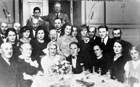 Janet Applefield's parents, Lolek and Maria Singer, were married in 1934 in Poland. Many of her extended family died in the Holocaust.